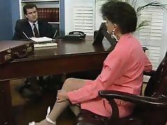 Озабоченный босс трахает новую зрелую секретаршу