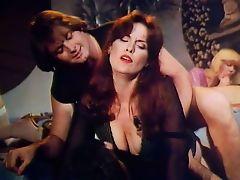 Ретро порно как зрелая красотка ебется на вечеринке