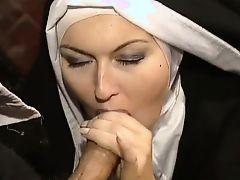 Итальянское ретро порно как красивая монахиня сосет большой член