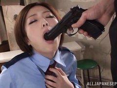 Полицейская японка сосет хуй под дулом пистолета