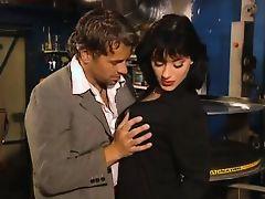 Французская порнозвезда трахается в баре