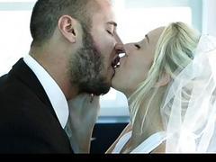 Не выдержал и трахнул невесту до свадьбы