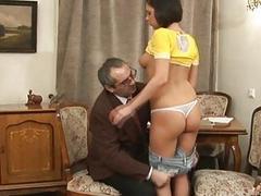 Старый учитель выебал молодую непослушную студентку