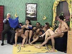 Немецкое порно про групповуху со зрелыми шлюхами