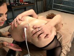 Лесбиянки Veronica Avluv и Bonnie Rotten пьют анальный смузи в фетишном порно