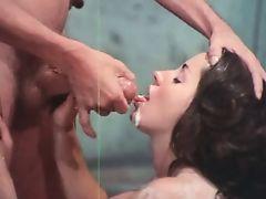 Американское винтажное порно как мужик кончает в рот красивой брюнетке