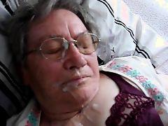 Парень кончает на лицо толстой немецкой бабушки
