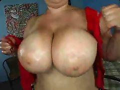Латинская мама с массивными буферами