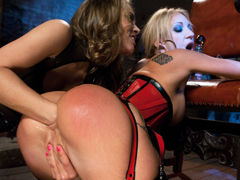 Озабоченная Amy Brooke и Kristina Rose трахаются с Mick Blue