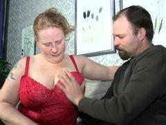 Старая толстуха с массивными титьками трахается с молодым мужчиной