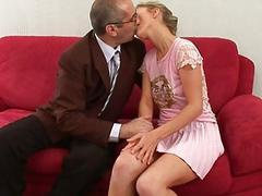 Старый похотливый учитель трахнул юную студентку